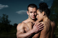 Portrait d'un jeune couple de forme physique Photos stock