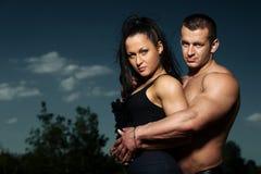 Portrait d'un jeune couple de forme physique Photos libres de droits