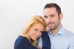 Portrait d'un jeune couple 30s attrayant Images libres de droits