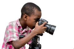 Portrait d'un jeune garçon avec la caméra photo stock