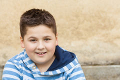 Portrait d'un jeune garçon caucasien de sept années Photos libres de droits