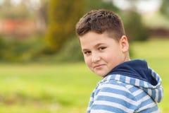 Portrait d'un jeune garçon caucasien de sept années Image libre de droits