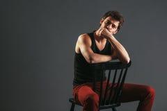 Portrait d'un jeune homme Photo stock