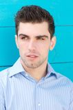 Portrait d'un jeune homme attirant Photo stock