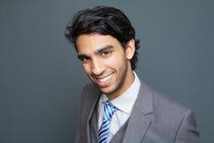 Portrait d'un jeune homme gai d'affaires Images stock