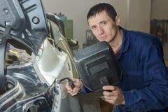 Portrait d'un jeune mécanicien Image libre de droits
