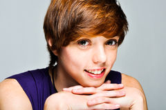 Portrait d'un jeune modèle femelle attrayant Photos stock