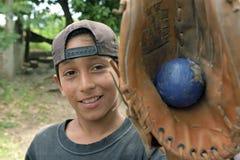 Portrait d'un joueur de baseball, garçon latin Photos libres de droits