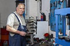Portrait d'un mécanicien plus âgé Photos libres de droits
