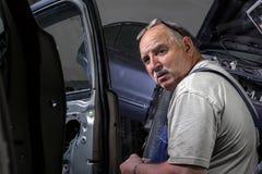 Portrait d'un mécanicien plus âgé Photographie stock