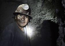 Portrait d'un mineur à l'intérieur du mien argenté de Cerro Rico, Potosi, Bolivie image libre de droits