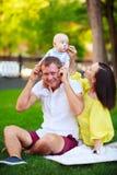 Portrait d'un père, d'une mère et d'un bébé Photo stock