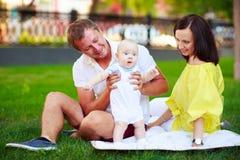 Portrait d'un père, d'une mère et d'un bébé Photos libres de droits