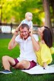 Portrait d'un père, d'une mère et d'un bébé Image libre de droits