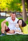 Portrait d'un père, d'une mère et d'un bébé Photo libre de droits