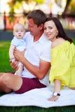 Portrait d'un père, d'une mère et d'un bébé Image stock