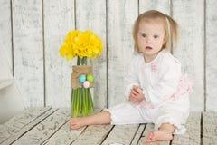 Portrait d'un petit bébé avec la trisomie 21 Images stock