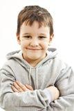 Portrait d'un petit garçon avec les pulls molletonnés gris de hoodie Photo libre de droits