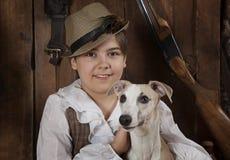 Portrait d'un petit garçon avec un chien Photos libres de droits