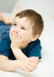 Portrait d'un petit garçon mignon photos stock