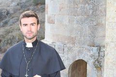 Portrait d'un prêtre chrétien photographie stock libre de droits