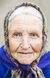Portrait d'un sourire âgé de femme photographie stock
