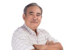 Portrait d'un sourire asiatique heureux d'homme supérieur d'isolement sur le blanc Photos libres de droits