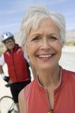 Portrait d'un sourire supérieur de femme Photos stock
