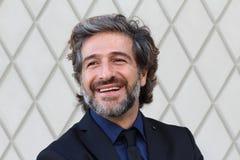 Portrait d'un sourire supérieur heureux d'homme d'affaires Images libres de droits