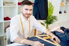 Portrait d'un tailleur image stock