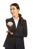 Portrait d'un travail d'équipe de offre de femme d'affaires Photo libre de droits