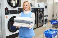 Portrait d'un travailleur de blanchisserie de femme Image stock