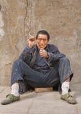 Portrait d'un travailleur migrant dans Pékin, Chine photo stock