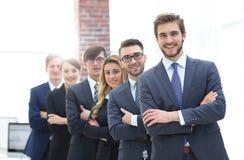 Portrait d'une équipe de sourire d'affaires dans le bureau Photographie stock