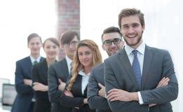 Portrait d'une équipe de sourire d'affaires dans le bureau Image libre de droits