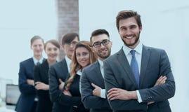 Portrait d'une équipe de sourire d'affaires dans le bureau Photos stock