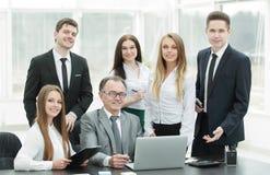 Portrait d'une équipe professionnelle d'affaires dans le bureau Images libres de droits