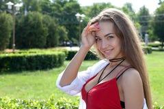Portrait d'une adolescente dehors Images libres de droits