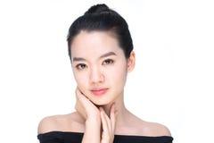 Portrait d'une beauté asiatique d'isolement sur le blanc photo stock