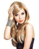 Portrait d'une belle femme de mode avec le maquillage lumineux Photo libre de droits