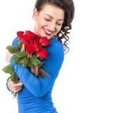 Portrait d'une belle femme de sourire avec des roses Photo stock