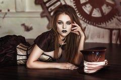 Portrait d'une belle femme de steampunk Photographie stock