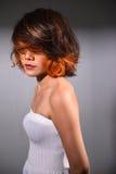 Portrait d'une belle fille avec la coloration de cheveux teinte Photographie stock libre de droits