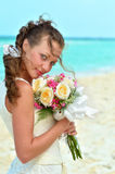 Portrait d'une belle fille avec un sourire sur le fond du s Photos stock