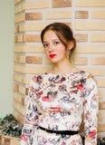 Portrait d'une belle fille dans une robe de fête Image libre de droits