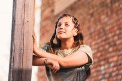 Portrait d'une belle jeune adolescente Photo stock