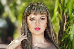 Portrait d'une belle jeune femme Photo libre de droits