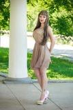 Portrait d'une belle jeune femme Photos stock
