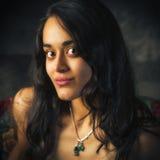 Portrait d'une belle, jeune femme asiatique du sud Photographie stock libre de droits