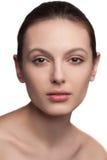 Portrait d'une belle jeune femme avec naturel Images stock